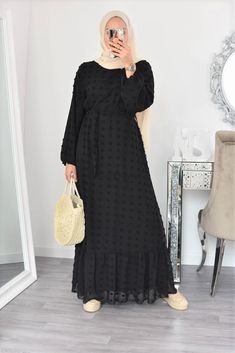 Modest Fashion Hijab, Frock Fashion, Abaya Fashion, Fashion Outfits, Hijabi Gowns, Muslim Women Fashion, Womens Fashion, Modest Dresses, Summer Dresses