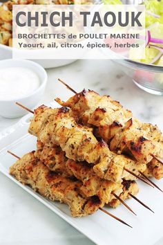 Here is the recipe for the famous Lebanese chich taouk, or chicken kebab. These are delicious skewers of chicken marinated in lemon, spices and yogurt. Skewer Recipes, Healthy Salad Recipes, Healthy Breakfast Recipes, Lunch Recipes, Meat Recipes, Chicken Recipes, Cooking Recipes, Chicken Skewers, Marinated Chicken