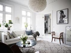 Es una vivienda de estilo nórdico con una base blanca, ya sabéis que con una base neutra podéis hacer mil y una combinaciones...
