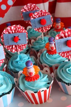 #cupcakes Carnival cupcakes     If you like this pin, re-pin or like it :)   http://subjectbase.com