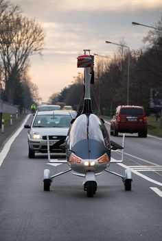 the winner of the race to become street legal is autogyro, who's 'gyrodrive' vehicle is officially authorized to travel both road and sky. Helicopter Price, Military Helicopter, Personal Helicopter, Kit Planes, Light Sport Aircraft, Flying Vehicles, Flying Car, Drone Technology, Expedition Vehicle