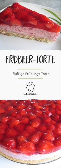 Die Creme aus pürierten Erdbeeren und Sahne ist so fluffig wie Wölkchen... Oben drauf noch frische Erdbeeren und die Erdbeer-Torte für das Frühlings-Kaffeebuffet ist perfekt!