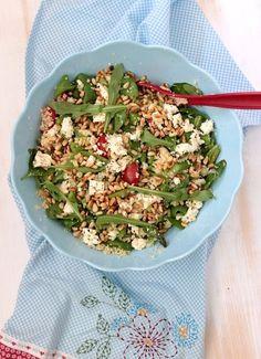 Heute habe ich mal wieder ein leckeres Salat Rezept für euch. Hier im Norden,sind wir ja momentan mit Sonnenwetter verwöhnt. Daher g...