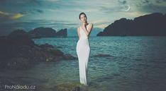 Rituál konaný za novoluní vyplní všechna přání | ProNáladu.cz White Dress, Ds, Dresses, Fashion, Vestidos, Moda, Fashion Styles, The Dress, Fasion