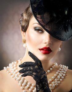 Agatha O I Lionesse helps you choose the most perfect pearls. Covet Fashion, Retro Fashion, Vintage Fashion, Womens Fashion, Beauty Photography, Portrait Photography, Fashion Photography, Vintage Stil, Vintage Glamour