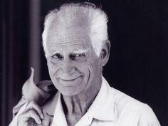 Michel Serres, né le 1er septembre 1930 à Agen, est un philosophe, historien des sciences et homme de lettres français.