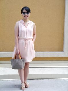 Summer style: Blush silk tunic with silver wedge sandals and a neutral little tote.
