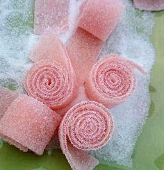 Hej på er! Idag är det lördag, och det kräver sitt lördagsgodis. Inte sant? Jag mumsar på ljuvligt goda, syrliga Godiremmar idag! Dock inte äppelsmak tyvärr, men den sorten ska jag prova när jag är... Raw Food Recipes, Sweet Recipes, Cake Recipes, Dessert Recipes, Swedish Recipes, Home Made Candy, New Fruit, Candy Cookies, Homemade Candies