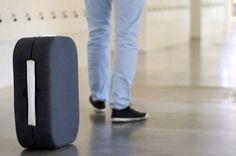 A HOP! é uma mala de viagens que é praticamente um mini robô. Controlada por alguns sensores, ela é guiada pelo bluetooth do seu smartphone. Fora a facilidade de transporte, a HOP! conta com um app que você consegue até rastrear aonde a sua mala está.Projeto bem interessante doinventor espanholRodrigo Garcia Gonzalez,de apenas 28 anos.