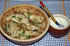 Wareniki - Russische Maultaschen mit Sauerkrautfüllung Czech Recipes, Russian Recipes, Ethnic Recipes, Bastilla, Cooking Recipes, Healthy Recipes, Pasta, Finger Foods, Meal Prep