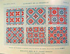 """Alphabet de la brodeuse"" catalogue DMC"