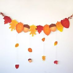 Autumn Leaf Garland for Thanksgiving...could print out GIVE THANKS letters to paste on the leaves and add some sparkle glue. - #decoracion #homedecor #muebles Thanksgiving Crafts, Fall Crafts, Fall Leaves Crafts, Autumn Crafts For Kids, Autumn Activities For Kids, Thanksgiving Decorations, Holiday Crafts, Diy For Kids, Autumn Art