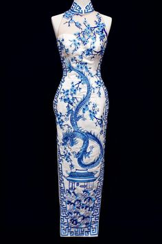 White and blue sleeveless cheongsam with dragon and cherry blossom motif, reminiscent of Chinese porcelain Asian Style, Chinese Style, Oriental Dress, Oriental Clothes, Chinese Clothing, Chinese Dresses, Chinese Outfit, Chinese Gown, Cheongsam Dress