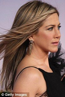 I'll just go with a new hairdo! Jennifer Aniston tries to upstage Brooklyn Decker - Hair Loss Jennifer Aniston Hair Color, Jennifer Aniston News, Jenifer Aniston, Hair Color Highlights, New Haircuts, Fett, Hair Cuts, Hair Beauty, Long Hair Styles