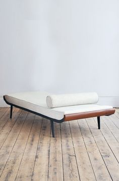 I want this in my office. I totally think better lying down! Cordemijer Daybed for Auping