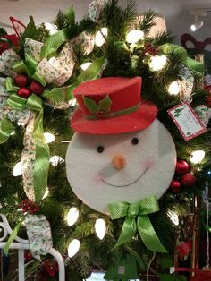 0c050704585 18 Best Holiday Wreaths and Poinsettias images