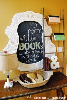 Use one of your old ladders and use it as a bookshelf #upcycle