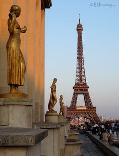 Here you can see four gilded statues at one side of the Palais de Chaillot, providing a great view towards the famous Eiffel Tower.  Want to learn more? Go to www.eutouring.com/images_palais_de_chaillot.html