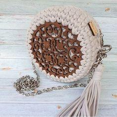 Marvelous Crochet A Shell Stitch Purse Bag Ideas. Wonderful Crochet A Shell Stitch Purse Bag Ideas. Diy Crochet Bag, Crotchet Bags, Crochet Shell Stitch, Crochet Market Bag, Knitted Bags, Crochet Clothes, Crochet Handbags, Crochet Purses, Wooden Bag