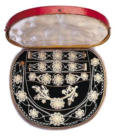 Seed Pearl, Mother Of Pearl, Gold And Fiber Parure And Case   c.1830  -  Cooper Hewitt.