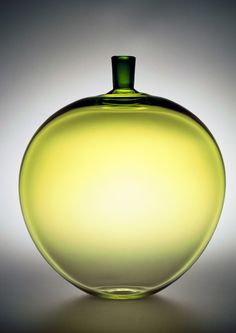 The Apple 1957 Ingeborg Lundin for Orrefors Glass Vessel, Glass Ceramic, Mosaic Glass, Stained Glass, Bottles And Jars, Glass Bottles, Perfume Bottles, Art Of Glass, My Glass