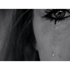 Tears fall from my eyes on We Heart It Sad Girl Photography, Friend Poses Photography, Emotional Photography, Tumblr Photography, Death Aesthetic, Aesthetic Eyes, Night Aesthetic, Broken Pictures, Sad Pictures