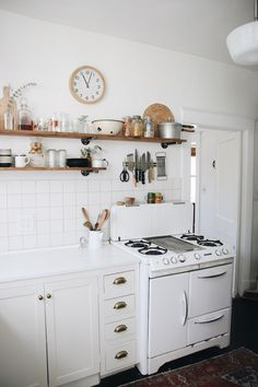 Genius Small Cottage Kitchen Design Ideas, The white countertops and backsplash, together with tonal celadon tiles on the other side of the range, keep green the principal focus. Cottage Kitchen Decor, Cottage Kitchens, Home Kitchens, Decorating Kitchen, Modern Kitchens, Home Interior, Interior Design Kitchen, Home Design, Design Ideas