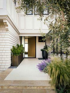 Soledad Alzaga is an interior designer based in San Francisco whose portfolio I came across the...
