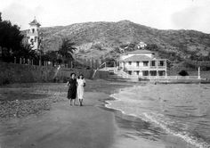 La Playa de las Villas de Benicàssim a finales de los años 40. Al fondo se encuentra el Hotel Voramar tal como era antes de ser reformado.