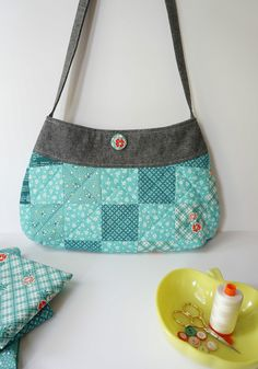 Springtime Patchwork Purse Tutorial + Pattern | Sew Mama Sew | Outstanding sewing, quilting, and needlework tutorials since 2005.