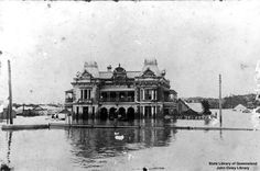 Breakfast Creek Hotel during the 1893 floods. Photo from State Library of Queensland. Brisbane Gold Coast, Brisbane City, Brisbane Queensland, Queensland Australia, Amazing Buildings, Local History, The Good Old Days, Tasmania, Historical Photos