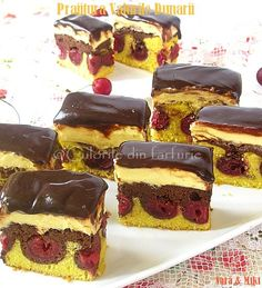 Danube Waves Cake with cherries Mousse, Wave Cake, Cherry Drink, Romanian Food, Romanian Recipes, Pudding, Anta, Home Food, Cake Cookies