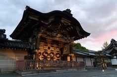 西本願寺の唐門 Japan Photo, Historical Architecture, Big Ben, Building, Travel, Viajes, Buildings, Destinations, Traveling
