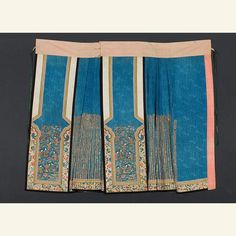 """1850-1900 yulin baizhequn or """"fish scale hundred pleats skirt"""",  because the small steps  of a woman with bound feet caused the many narrow pleats  on the sides to swing uniformly in a manner like rippling fish. This kind of skirt was very valuable due to the great amount of work and material. Chinese Culture, Chinese Art, Costume Ethnique, Asian Art Museum, Chinese Embroidery, Chinese Clothing, Qing Dynasty, Textiles, China Fashion"""