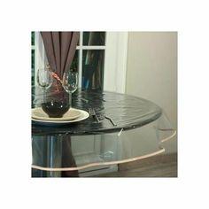 La nappe transparente permet de protégrer vos nappes préférées au quotidien ou votre table. Transparent, il est efficace et discret. Matière souple et résistante. En PVC, elle
