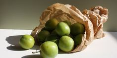 This handy how to cook greengages guide from Great British Chefs explores various interesting ways of cooking with greengages. These fruit are also known as Reine-Claude or Erik. Plum Crumble, Cinnamon Crumble, Rhubarb Crumble, Desserts To Make, Sweet Desserts, English Desserts, How To Cook Greens, Plum Recipes