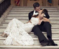 It's time to kiss the bride! - Such a romantic shot - Wedding - Mariage - Boda - Matrimonio Romantic Wedding Photos, Wedding Poses, Romantic Weddings, Romantic Ideas, Hindu Weddings, Green Weddings, Vintage Weddings, Wedding Vintage, Beach Weddings