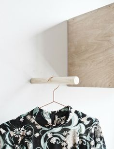 diy wooden clothes rail / wall pole | from Da Daa blog