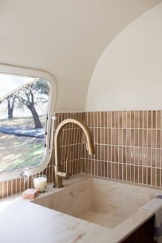The Modern Caravan spices up this vintage Airstream with a timeless kitchen that travels effortlessly. Airstream Remodel, Airstream Renovation, Airstream Interior, Vintage Airstream, Vintage Campers, Vintage Trailers, Airstream Bathroom, Campervan Interior, Vintage Caravans