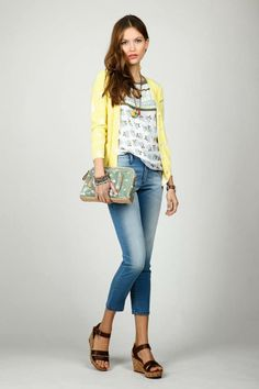 KAKIS Y LIMAS  Total Look de indi & cold...disponible en tienda. Capri Pants, India, Jeans, Style, Fashion, Latest Fashion Trends, Spring Summer, Feminine, Limes