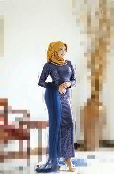 Hijab Style Dress, Girl Hijab, Beautiful Hijab, Hijab Fashion, Aurora Sleeping Beauty, Sexy Women, High Heels, Satin, Lady