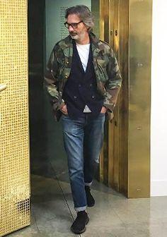 【30代・40代】迷彩柄M65×紺ダブルジャケット×ジーンズの着こなし(メンズ) | Italy Web