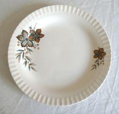 """Høstløv"" fra Figgjo Flint Pie Dish, Plates, Dishes, Tableware, Beautiful, Licence Plates, Dinnerware, Plate, Flatware"