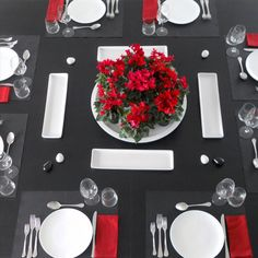 La Costantucci Country House è un bed and breakfast che si trova a Fiumicino, nella campagna romana, tra Roma, il lago di Bracciano e il mare. Country House Hotels, Table Settings, Rome, Table Top Decorations, Place Settings, Desk Layout