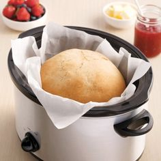 Miche de pain à la mijoteuse - 5 ingredients 15 minutes - New Ideas Crock Pot Slow Cooker, Slow Cooker Recipes, Crockpot Recipes, Baguette, Baking Recipes, Food Porn, Food And Drink, Favorite Recipes, Yummy Food