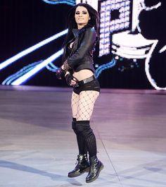 Raw 2/9/15: Paige vs Brie Bella