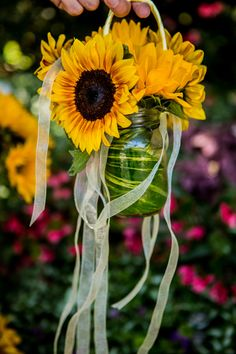 hanging sunflowers www.tablescapesbydesign.com https://www.facebook.com/pages/Tablescapes-By-Design/129811416695