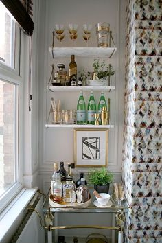 "Determine even more details on ""bar cart decor inspiration"". - - Determine even more details on ""bar cart decor inspiration"". Take a look at our internet site. Decoration Bedroom, Diy Home Decor, Room Decor, Bar Sala, Design Ikea, Deco Cool, Bar Cart Decor, Diy Bar Cart, Gold Bar Cart"