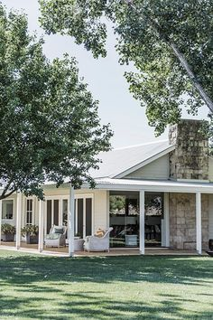 Farmhouse Style Outdoor Wrap Around Porches Trendy Ideas – Farmhouse Casa Pizza, Weatherboard House, Queenslander, Hamptons Style Homes, Facade House, House Goals, Home Interior, House Colors, My Dream Home