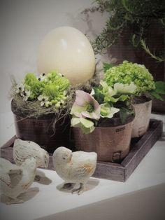 Easter flower arrangement | Uploaded by René Billen